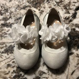 NWOT- White and Silver dress shoes